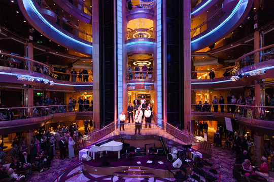 Атриум на Grandeur of the Seas